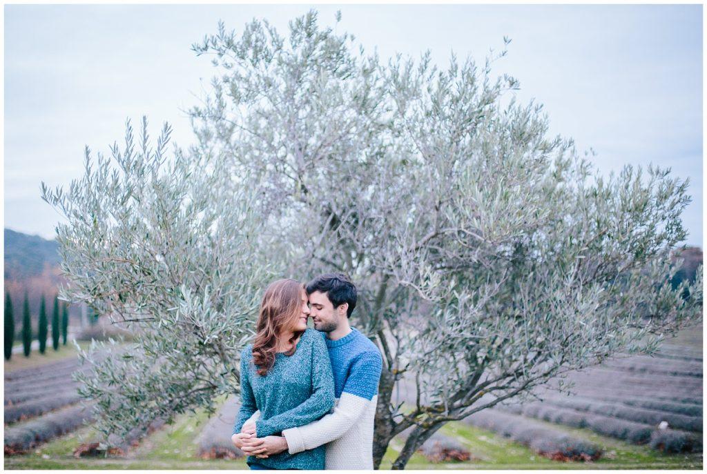 Séance photo de couple aux Domaine de Patras à Solerieux dans la Drôme provençale en région Rhône Alpes