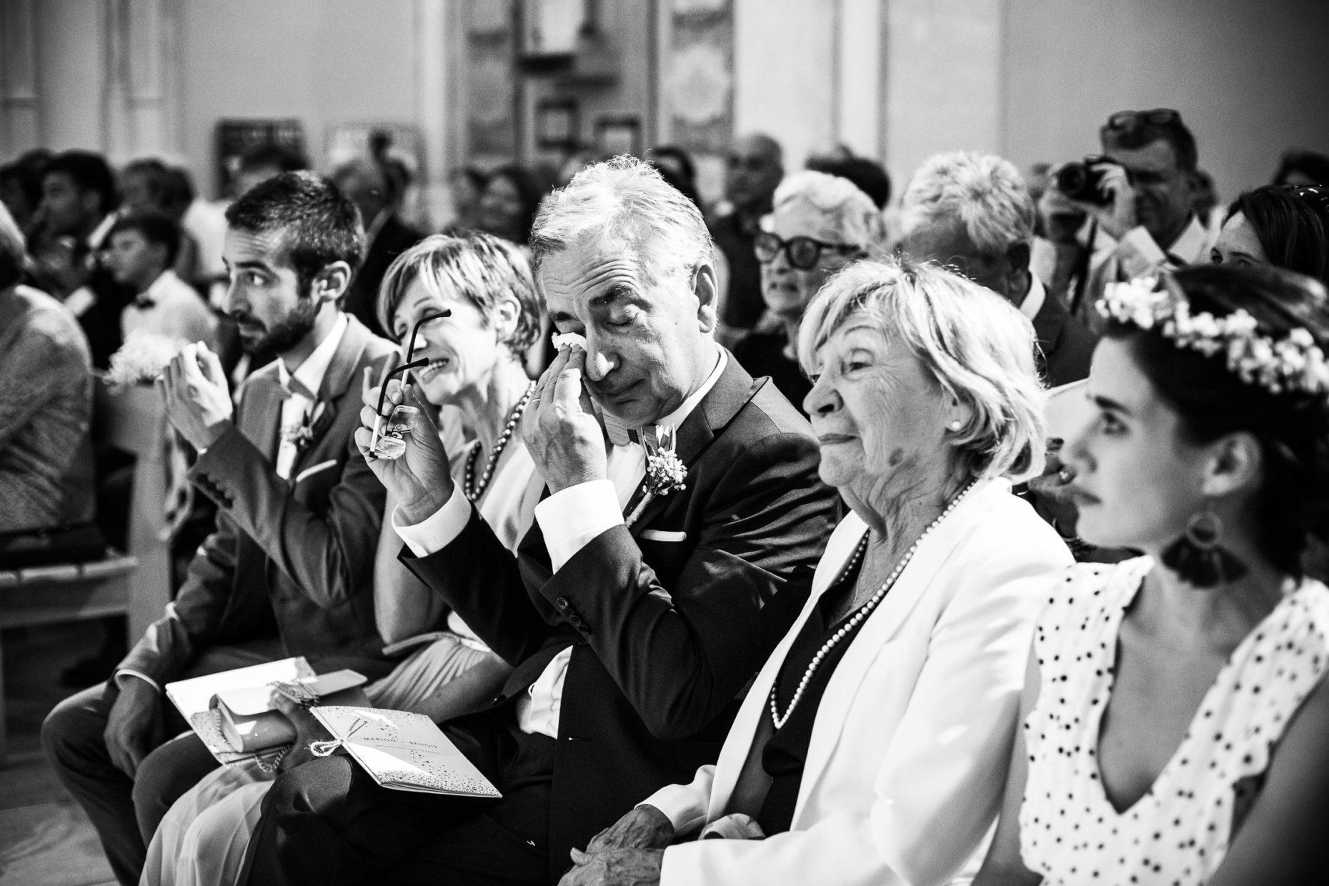 Emotions lors d'un mariage à l'église de roussas